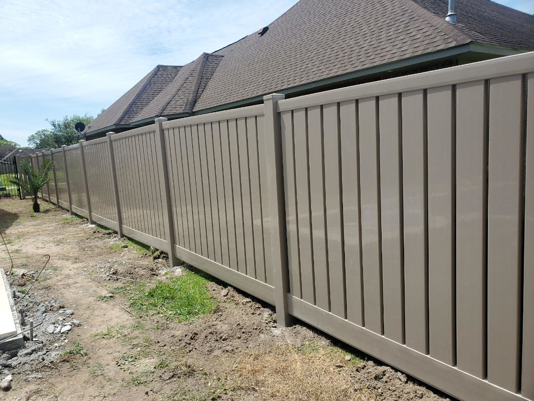 vinyl privacy fence in Gramercy