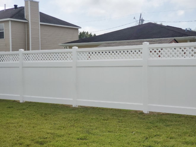 Avondale Vinyl with Lattice Gate 6ft