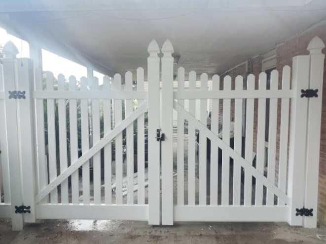 Scalloped Vinyl Picket Double Drive Gate