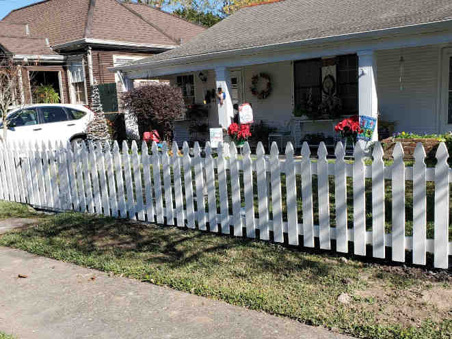 3' High French Gothic Pine Picket Fence in Metairie.